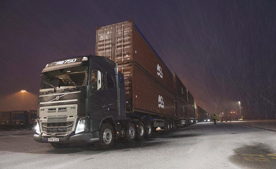Volvo_Trucks_vs_750_Tonnes_3_lowres
